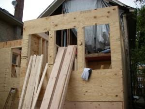 Snickare utför även utbyggnationer.